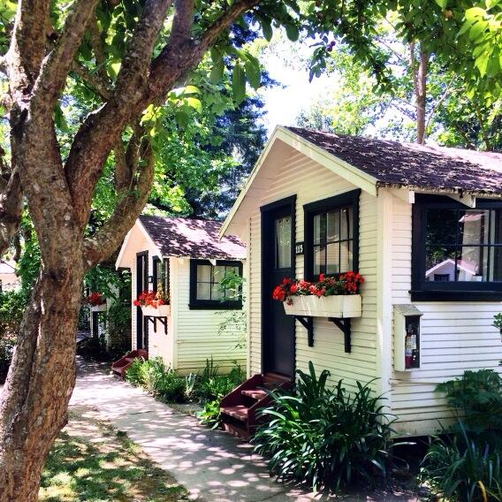 Cutest cabins @DawnRanch. #Guerneville #RussianRiver (Photo by @jessedit.) http://t.co/oYCjSIOqoD
