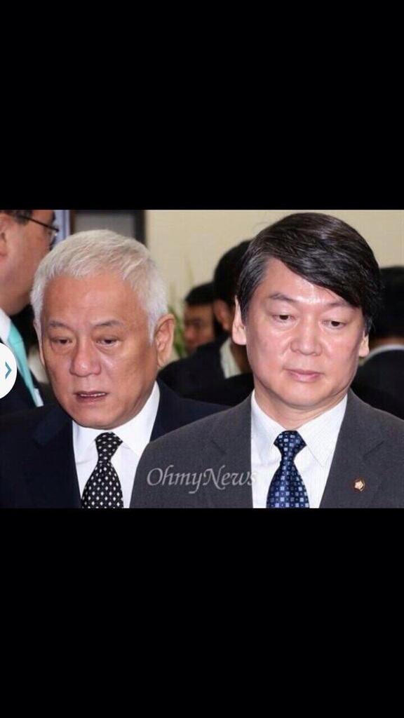 김한길 안철수 대표의 공식 사퇴를 요구한다 ! 하지만 야당의 대표로서는 정치적 수사나 감각이 너무 부족하다 지지자들의 허탈한 민심이 분노로 변할수 있음을 알기 바란다 http://t.co/p1UMLNd2VN