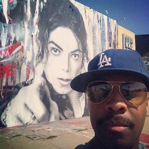 First leg of Gaga's tour is done! Back in LA. Saw this cool street art & had to capture. Enjoy UR amazing life! M~ http://t.co/eJpKD2N3V3