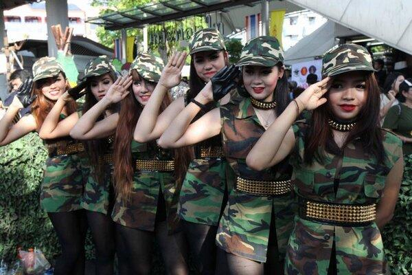 "Thai junta's ""Happiness campaign"". Doesn't army have some poles? http://t.co/cY8Xev9dum http://t.co/5r4SysChcS via @2Bangkok"