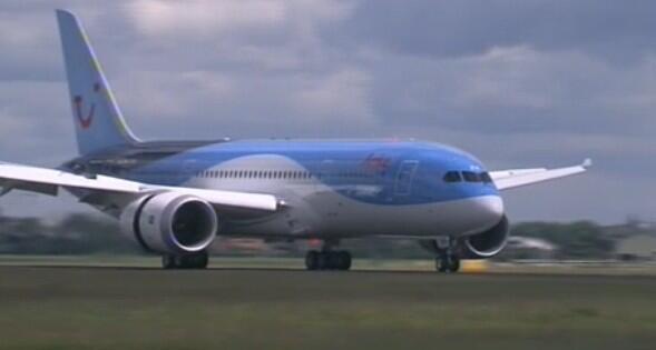 Eerste Dreamliner @Arke geland! http://t.co/jQIbKZf4Oy