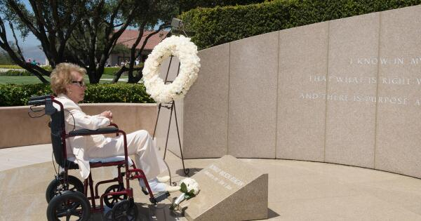 Mrs. Ronald Reagan lays flowers on her husband's gravesite on the 10th anniversary of his passing, June 5, 2014. http://t.co/sYfVuhIicf