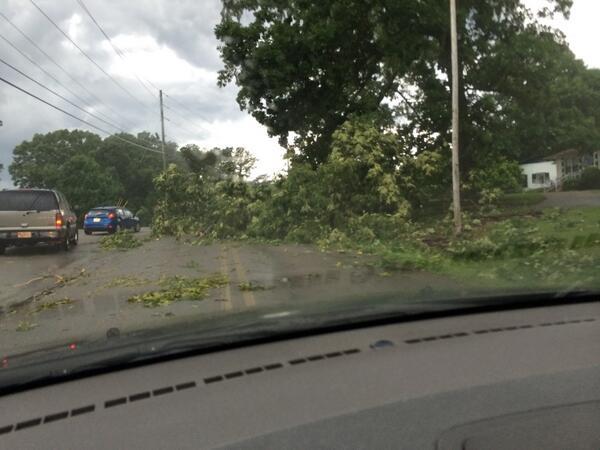 Tree down across from Paden Baptist in Gadsden. @spann @MegTom_WX  #alwx http://t.co/Sq4NzYsC9Y