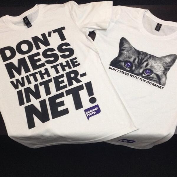 New t-shirts arrived. Don't act like you wouldn't wear the cat tee @davidfarrier #internetparty http://t.co/6KNxhujqXC