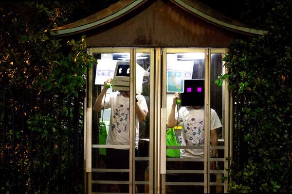 【ハンサムだけど新プロジェクトSUMWORK®始めました】アプリからファッション、家、国までをデザインするプロジェクトです!第一弾はロボット二人組がお届けするTEEが登場です!チェケラ! http://t.co/03PlOjej7C http://t.co/Yuqu0bBQrw
