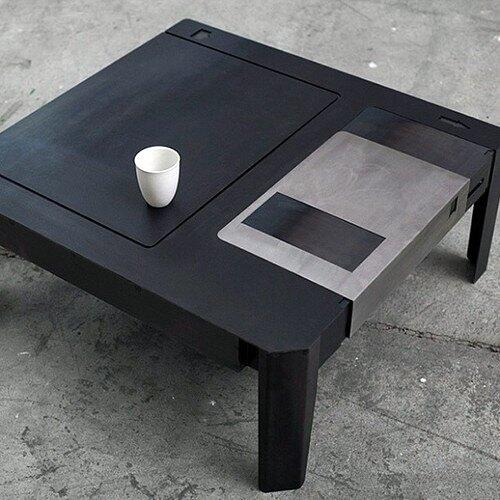 RT @lbpaints: Floppy Desk ;-) http://t.co/5gfMKxv6VL