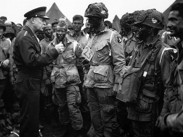 Eisenhower meets with U.S. paratroopers before they participate in the first assault. #DDay70 #AHCremembers http://t.co/2Ton84seeT