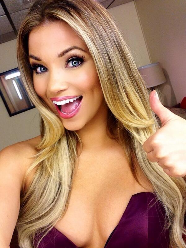 Another #selfie for @PriceIsRight #sociallyawesomeweek #behindthescenes #dressingroom http://t.co/LU5RMmDlp5