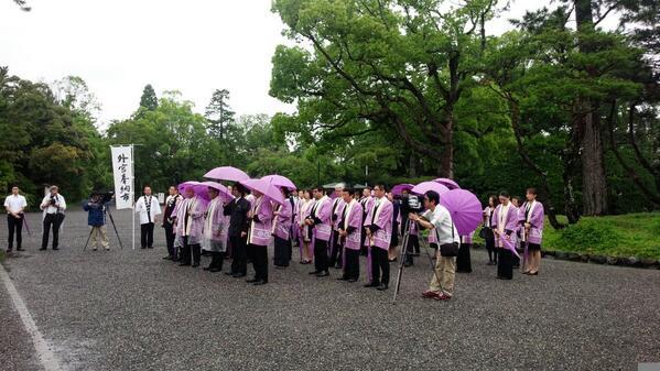 今日、明日と伊勢商工会議所主催の外宮奉納市。 全国の美味しいものが集合しています。 お昼間は雨もあがりそうなので、お立ち寄りください(^^) http://t.co/dNOpKEcz35 http://t.co/sLgJVeAscF