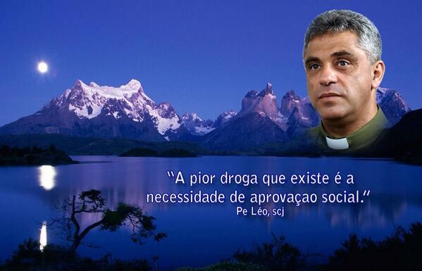 """""""A pior droga que existe é a necessidade de aprovação social.""""  #PadreLéo http://t.co/N5RFn7Mijn"""
