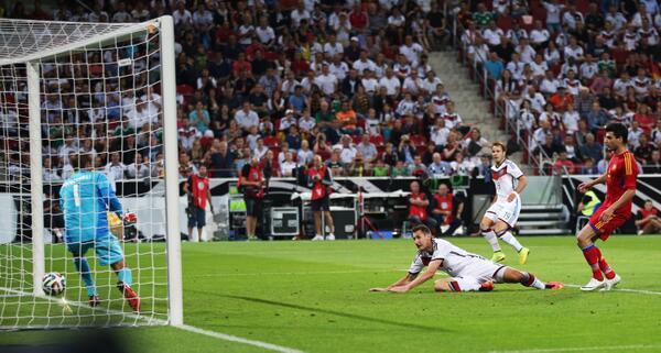 Bpeeo1HCUAA04jB Miroslav Klose broke Gerd Mullers record to become Germanys all time top goalscorer v Armenia [Video]