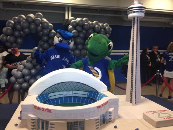 Happy 25th Anniversary @Rogers_Centre !!! http://t.co/X2IFLRA3Lq