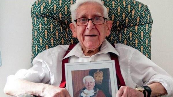 Here's the naughty boy of 90 who ran away from the nursing home to the beaches of Normandy! Well done #BernardJordan http://t.co/iUTqmCrbyj