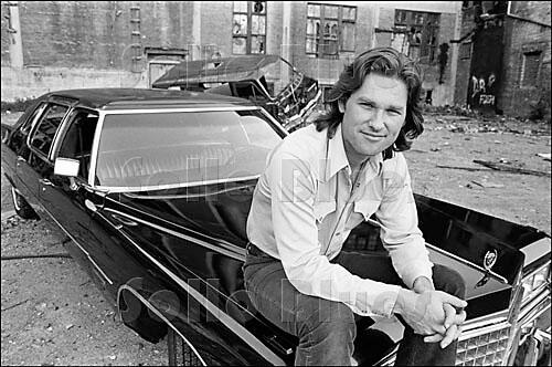 Love this pic of Kurt Russell on the set of ESCAPE FROM NEW YORK http://t.co/cd8OPEdfQY