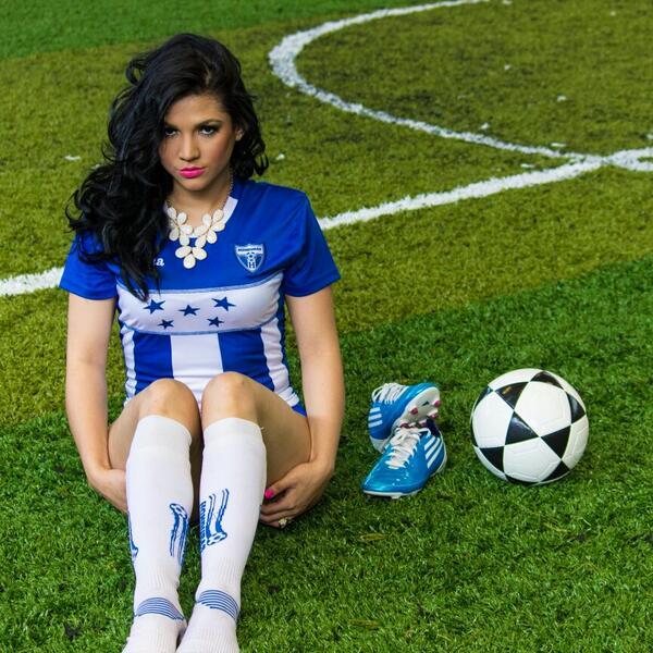 Stefany Galeano (@StefanyGaleano): hoy pueden encontrar en diario #Diez #Honduras un reportaje sobre mi nueva faceta en #Deportes foto @luisbustillohn http://t.co/ZYwb5GixOO