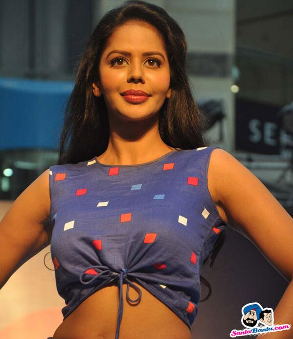 @FeminaIndia Festive Showcase 2014 http://t.co/JG2FjAb4Ew #Fashion http://t.co/rUAfTqqC3x