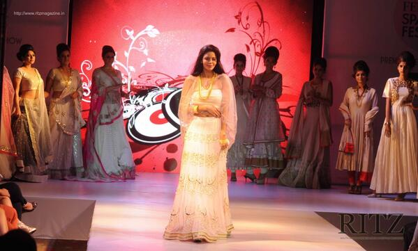 Femina Festive Showcase 2014  http://t.co/GDsEZppK4e  #Fashion @FeminaIndia http://t.co/N644Of1Fce