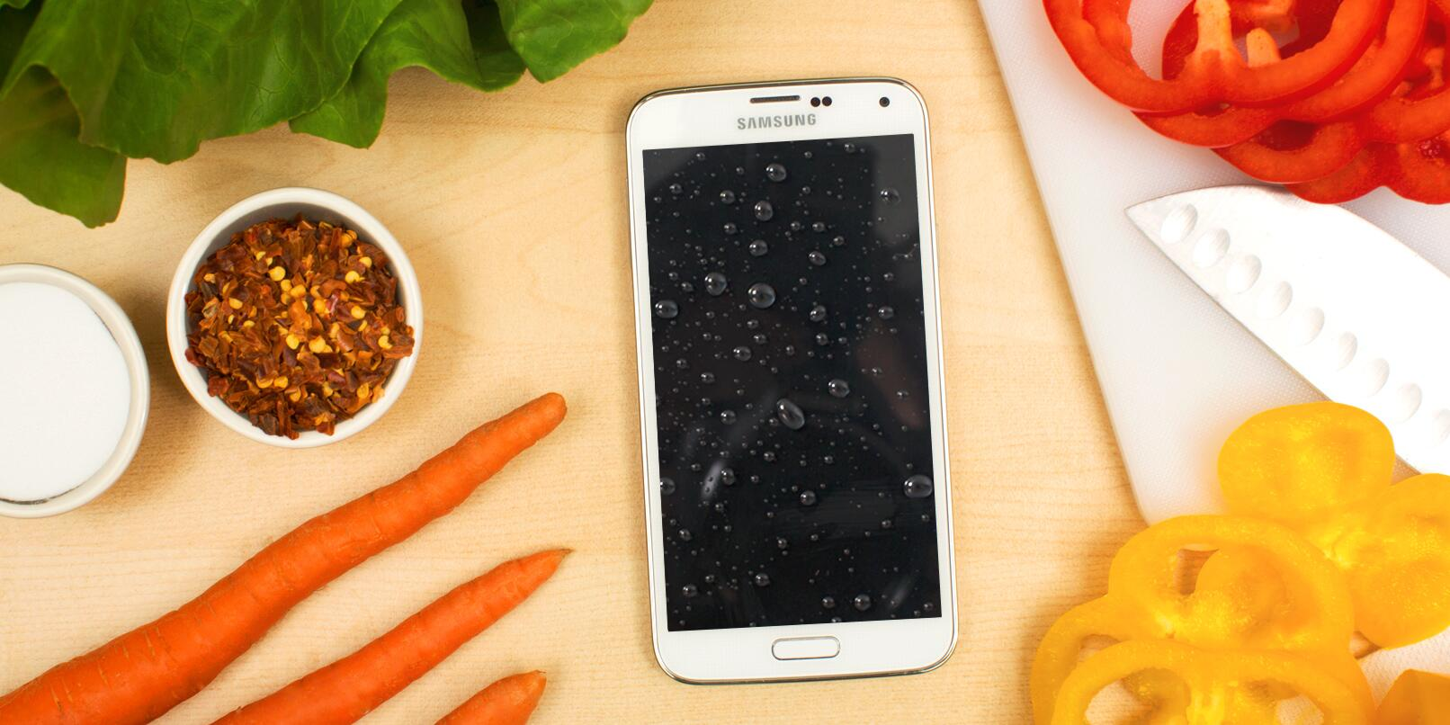 Being able to use your phone in the kitchen without fear. That's a recipe for happy living. #GALAXYS5 http://t.co/TcrlDTLF8g