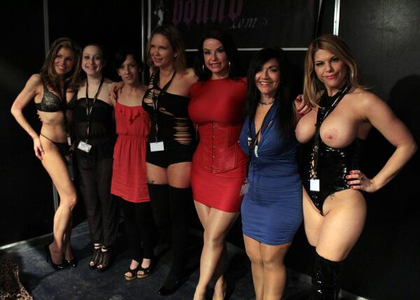 RT : American ladies at #boundcon Munich- me