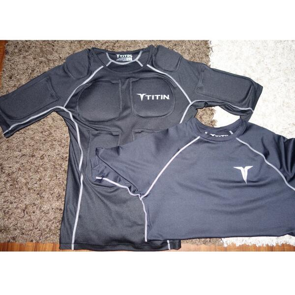 This @TitinTech compression gear is the most versatile/effective on the market @FitFluential #FitFluential #titintech http://t.co/fEkvbPbY76