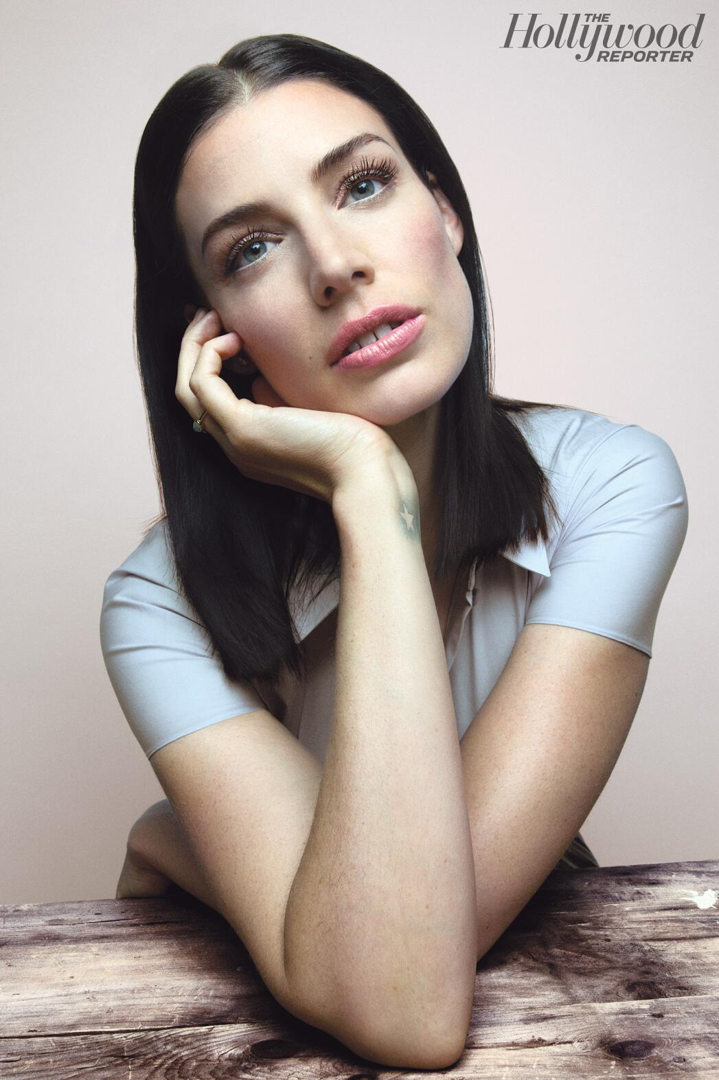 What is the craziest #Mad Men theory? Jessica Pare shares all in @THR Drama Actress Roundtable on @AETV Sun 8am ET/PT http://t.co/DAZ6exdR8n