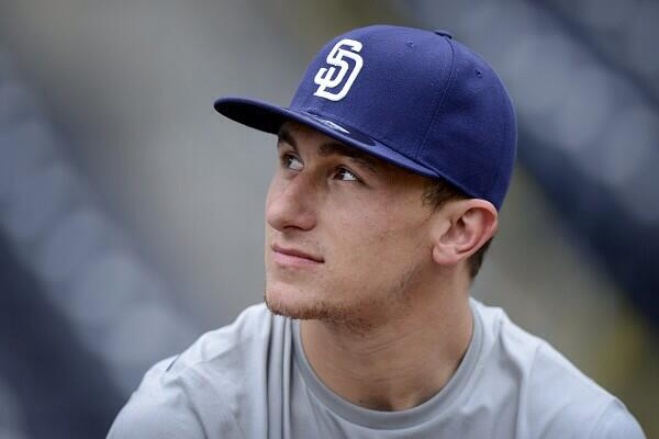 With the 837th pick of the 2014 #MLBDraft, the #Padres select SS @jmanziel2 from Texas A&M #JohnnyBaseball http://t.co/RNUymJ6jBf