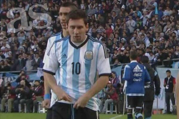 BpjjpTDIcAENgtW Lionel Messi looked badly nauseous during Argentinas win over Slovenia [Video]