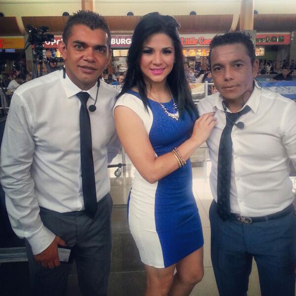 estamos en vivo CityMall con los mejores analistas deportivos :D @aztecahonduras #Yovoyconlabicolor http://t.co/y0U8oC2MHZ