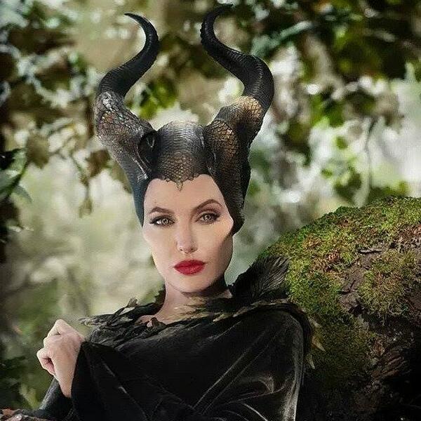 ไม่มีสิ่งใดในโลกนี้ ที่จะทำลายคำสาปนี้ได้ ยกเว้นจูบของรักแท้ #Maleficent #ThaiQuote http://t.co/xSmnZNRQM2
