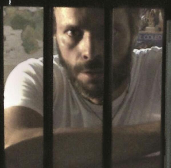 Leopoldo está preso por un discurso que llamó a despertarnos. Que no nos duerma la indiferencia. @rolandcarreno http://t.co/IgkCP8kHZr