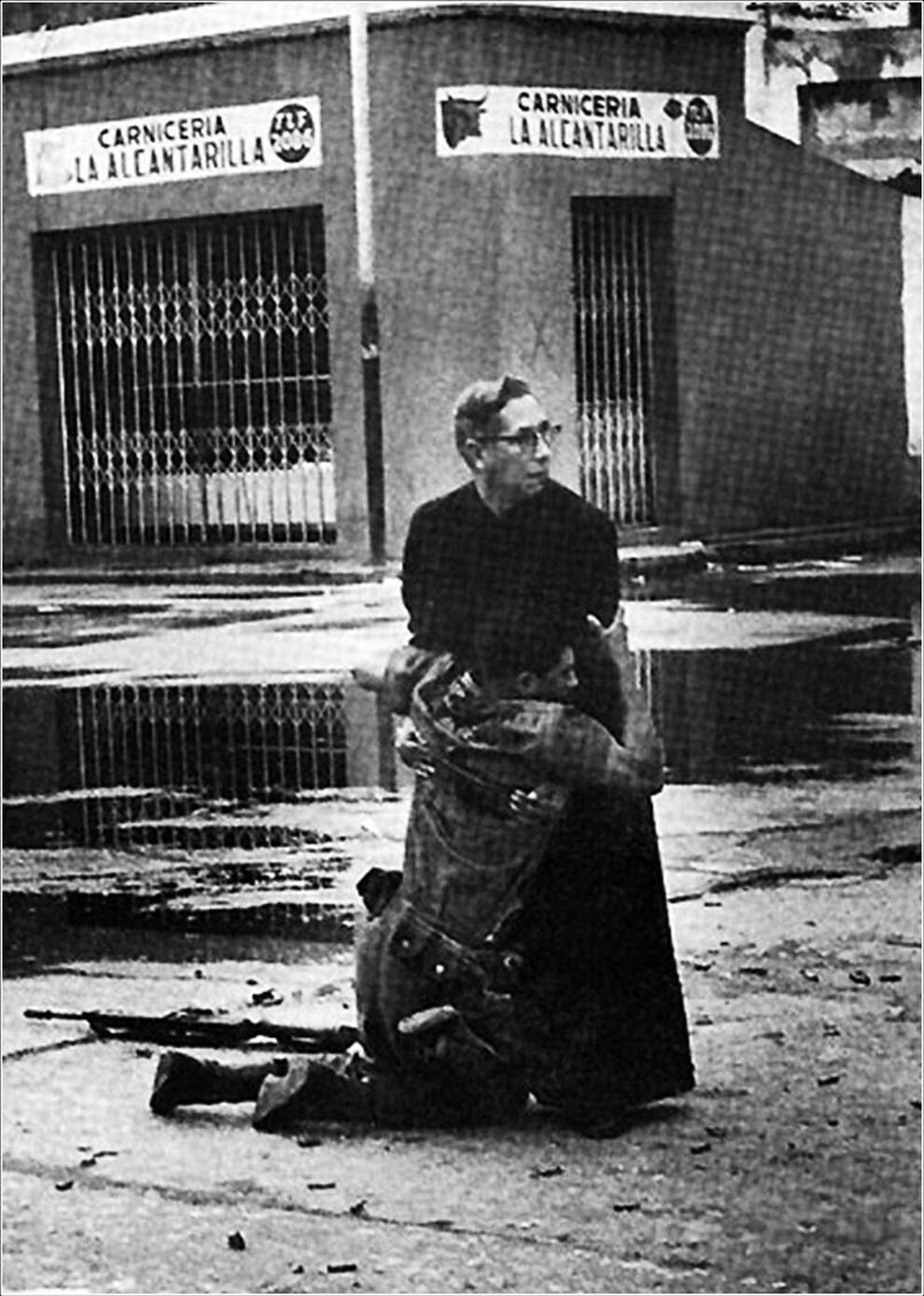 Navy chaplain Luis Padillo gives last rites to a soldier wounded by sniper fire during a revolt in Venezuela, 1962 http://t.co/VSscXaPgYI
