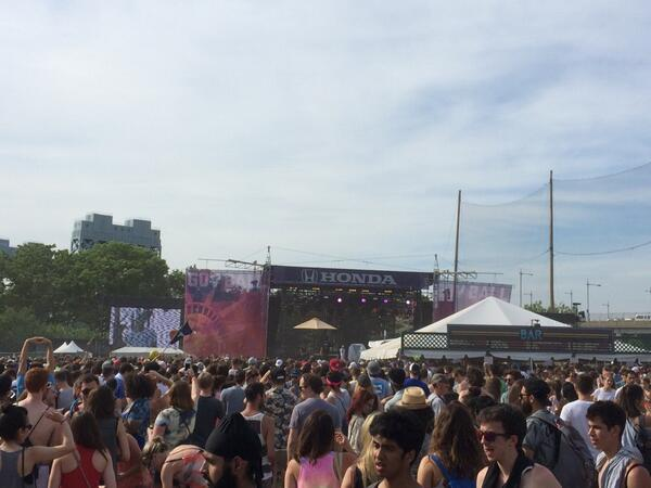 j. cole at #GovBallNYC. cc: @JColeNC http://t.co/8Ye5aYrJq6
