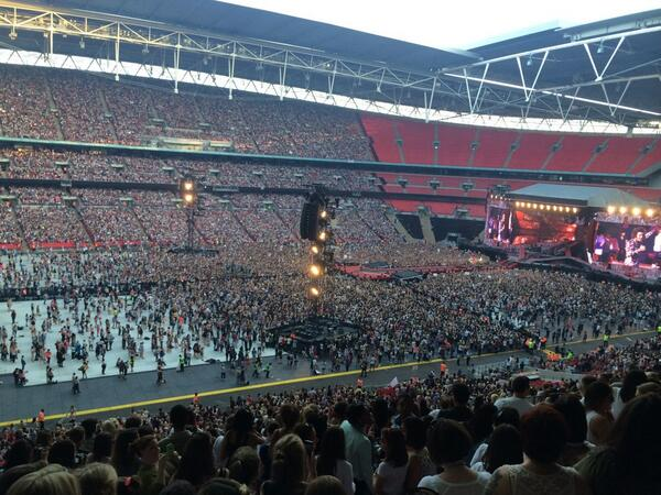 80 000 people singing #WMYB was insane http://t.co/QMHxmzPXpx