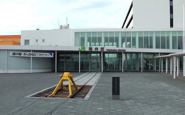 稚内駅。最北端の車止めモニュメントの位置が不満なのはもう慣れた。訪れる人や記念撮影の観光客は多いけど、いざ列車の改札が始まってみると乗客は数人だけ・・。果たしてこの路線が10年後20年後も残っているだろうか、危機感しか覚えない・・。 http://t.co/5h4v2zBLSd