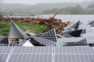 太陽光パネルが水害を被って大破…  http://t.co/cgVOmzmkkw 河川氾濫、みるみる冠水 宮崎県内豪雨 http://t.co/f9RFNvcvKF