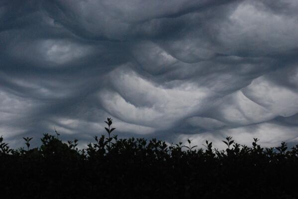 """""""@TimVanderZeypen: en toen werd het plots idyllisch boven #Mechelen-Noord #storm http://t.co/d8asshNfOb"""" Schitterende #asperatus #undulatus"""