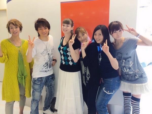 ヒメちゃんのお見送りで成田空港へ。みんなで集合写真とりました。「明日への絆」作詞家のこさかまりさん、きたぽんパイセン、HIMEKAちゃん、さや姉、まりりん、俺!!みんなで笑顔でピース☆ http://t.co/EfswPtt58L