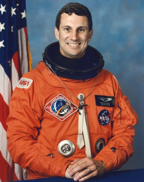 #Happybirthday to Dr. Drew Gaffney, astronaut who flew on STS-40, 1st biomedical studies Spacelab mission  http://t.co/S6WrRT9mIr