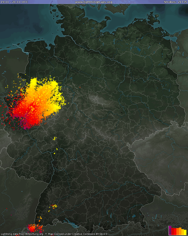 A violent supercell thunderstorm has led to 21735 lightning strikes in Germany between 9.11pm and 11.11pm local time. http://t.co/kguRUYMcZB