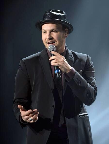 Hey fans!!! @GavinDeGraw's tour starts in a few days!! Favorite if you're excited, RT if you're going to a show!! :D http://t.co/7bJbcuXohL