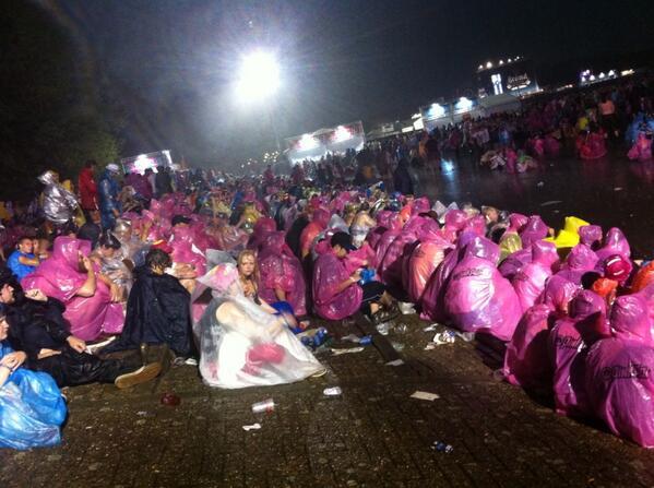 """""""@weerportaal: De huidige situatie op #Pinkpop2014, via @NikiopPinkpop: http://t.co/9arHMmQ05T"""""""