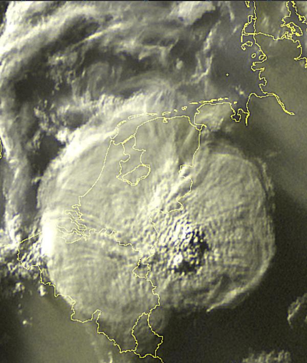 """""""@weerportaal: WOW! Check deze satellietfoto van de monsterlijke bui: http://t.co/G59NZv7JmB"""""""