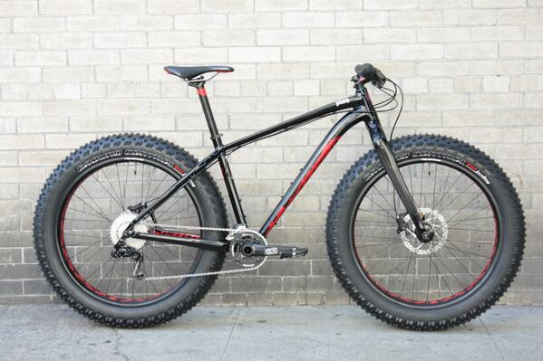 Does the world need another #fatbike? When it's 30lbs and handles like a regular bike, YES! #fatboy @iamspecialized http://t.co/SUHnidMPXy