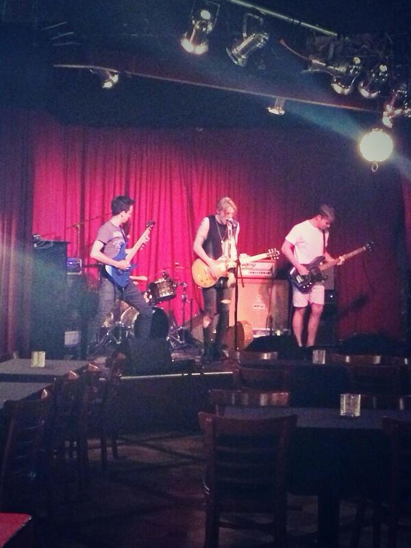 Soundcheck with @Jamiebower and The Darling Buds: so good, so loud. Can't wait to see the full show! http://t.co/Bjp8LubCG7