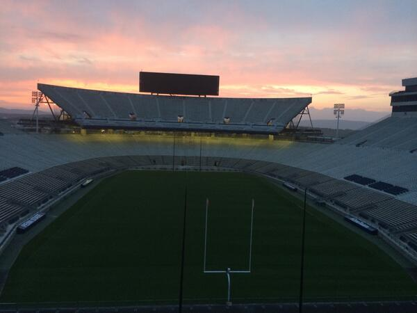 "Beautiful evening shot of @penn_state's Beaver Stadium. ""@ronbronson: It's getting dark. #PSUweb http://t.co/oUcsS4UbpJ"""