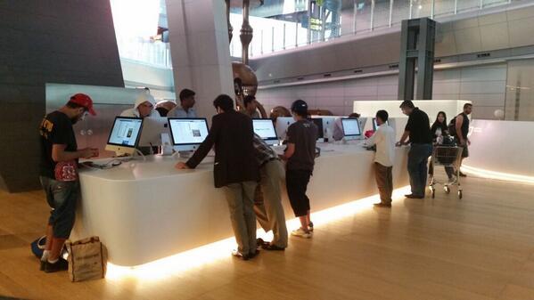 Airport kat Qatar, tempat internet free dia pakai Mac. http://t.co/cuFDh0MnrU