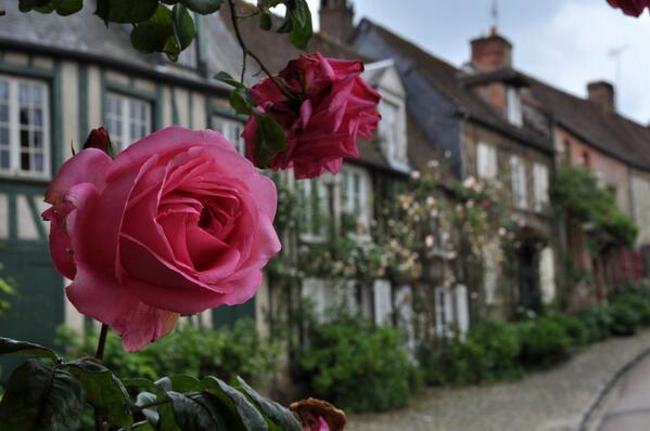 RT @franceiine: パリから北西に110㎞のジェルブロワ村は「薔薇の村」の別称で親しまれる集落。毎年6月の第三日曜日には村を上げてのバラ祭りを開催。今年は6/21(日)。RT @OiseTourisme @BeauvaisTourism http://t.co/7K0J3FeYcF
