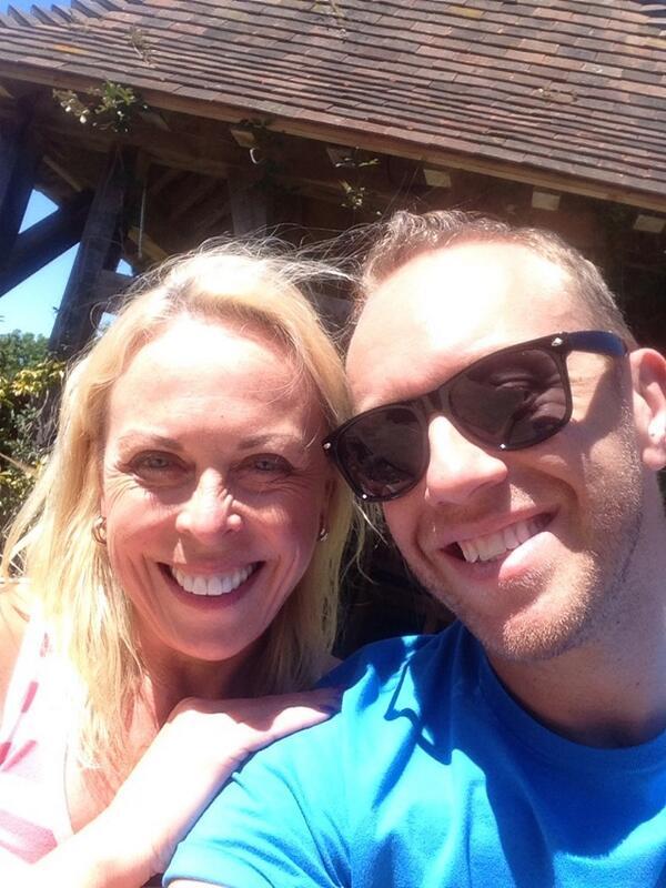 Thank you for a lovely day!!!!  X Chris n Kaz we missed ya! X @torvillanddean http://t.co/ZiRJIZUVuc