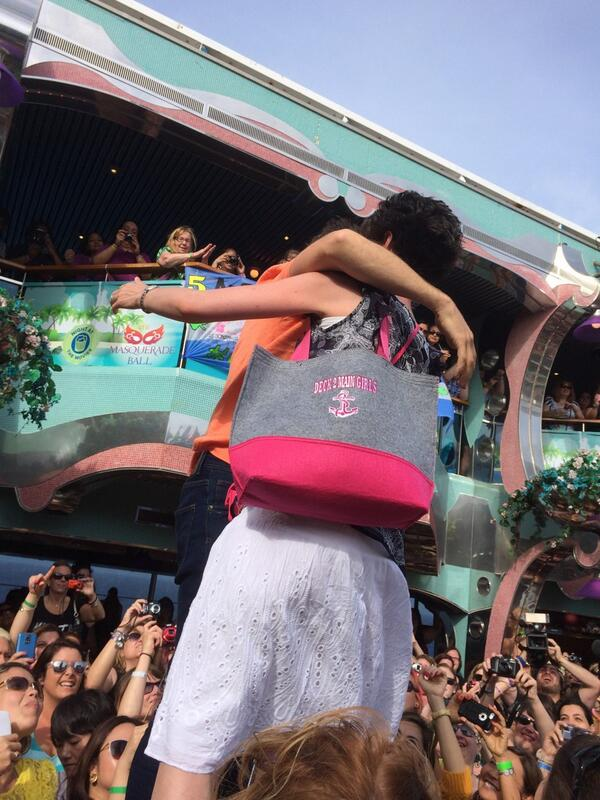Took a photo @joeymcintyre hugging a bh on stage on afternoon tea party. Anybody know who she is? #NKOTBCruise2014 http://t.co/oGNtVIACrT
