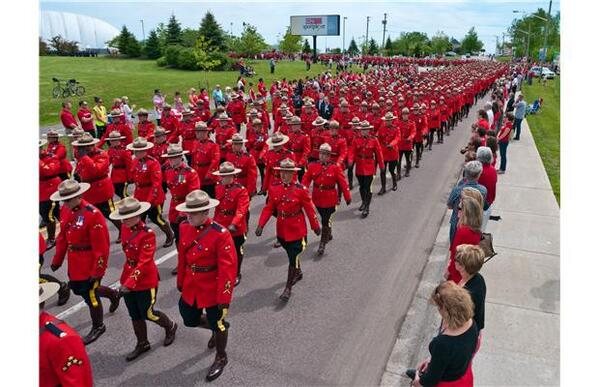 Poignant photos from the funeral service for 3 slain RCMP officers in Moncton, NB. Gallery: http://t.co/d0i8Udgrmu http://t.co/O7hmJDbED3